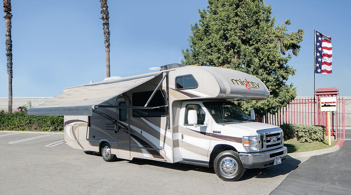 Mighty - M28 Midsize Motorhome mit Markise