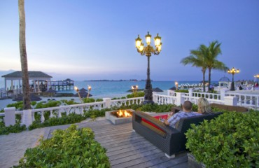 Sandals Royal Bahamian Spa Resort Terrasse mit Feuerstelle