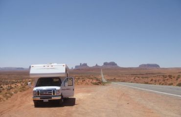 Motorhome vor dem Monument Valley