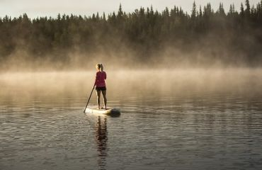 SUP auf dem Herbert Lake | Foto: Travel Alberta