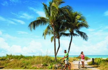 Fahrradtour am Strand | ©The Beaches of Fort Myers & Sanibel