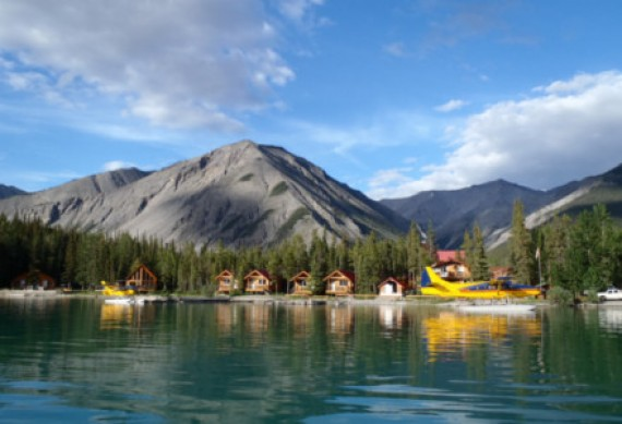 Northern Rockies Lodge am Muncho Lake