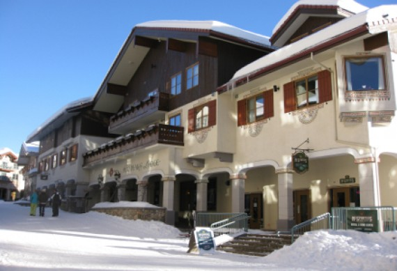 Die Sun Peaks Lodge im Winter